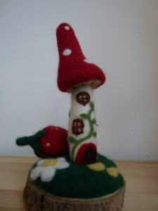 We are so very excited to have arranged a date for Lisa, of Heartfelt Creations, to come and show us how to make her magical toadstool houses. She will be with us on Saturday the 9th of May. A kit will be available to buy on the day.